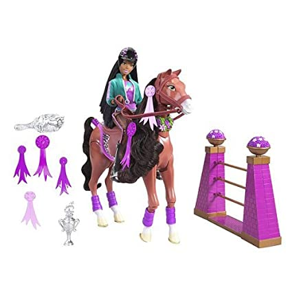Amazon.com: Barbie Jumper volquete caballo & Nikki: Toys & Games