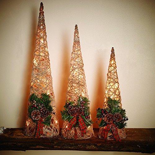 LED Weihnachtsbeleuchtung Größe M 50 cm mit 14 cm Durchmesser - Rattan Kegel Weihnachtsdeko Figur beleuchtet - Wunderschöne hochwertige Dekofiguren für Weihnachten mit 20 LEDs - Wunderschöne Weihnachtsdeko mit Timer für automatisches An- und Ausschalten - aus hochwertigem Natur-Rattan hergestellt - in Natur Optik mit strahlenden warmweißen LEDs und 6 - 18 h Timer - für automatisches An- und Ausschalten zu festgelegeter Zeit