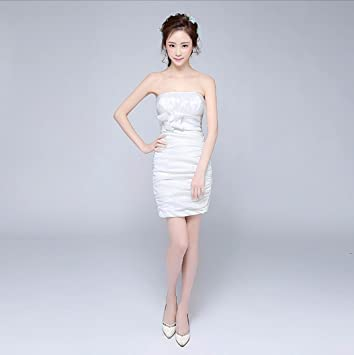 Vestido corto blanco al cuerpo