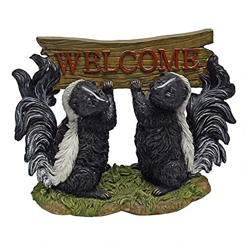 Design Toscano Something is in the Air Skunk Welcome Statue, Multicolored