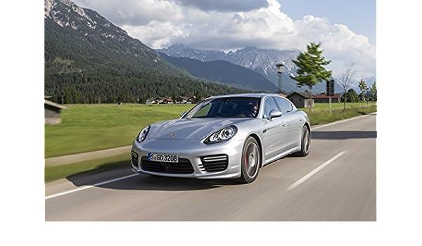 Classic y los músculos de los coches y COCHE Porsche Panamera Turbo Executive arte (2014) Póster en coche 10 mil Archival papel satinado plateado movimiento ...