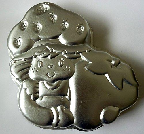 (Wilton Strawberry Shortcake Holding Strawberry Cake Pan (502-3835, 1981) )