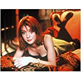 Alyson Hannigan 8x10 Photo How I Met Your Mother American Pie Buffy the Vampire Slayer Lying on Bed Ankles Crossed kn
