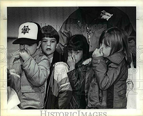 Vintage Photos 1983 Press Photo First-graders from Lynch Park School in Portland Show