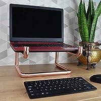 Soporte para laptop estilo vintage. Ensamblado y pintado a mano en tubería de cobre de media pulgada. Es una pieza duradera y elegante que permite levantar el teclado y la pantalla de la máquina para trabajar de forma más cómoda.
