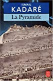 Front cover for the book La Pyramide by Ismail Kadare
