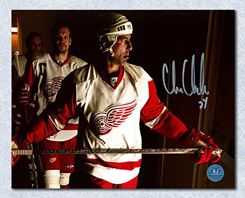 AJ Sports World Chris Chelios Detroit Red Wings Autographed Locker Room Intensity 8x10 Photo (Wings Chris Red Chelios)