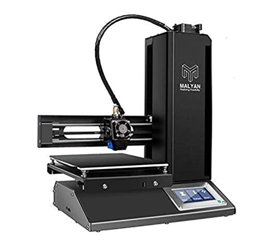 Impresora 3D con la placa de construcción ensamblada ...