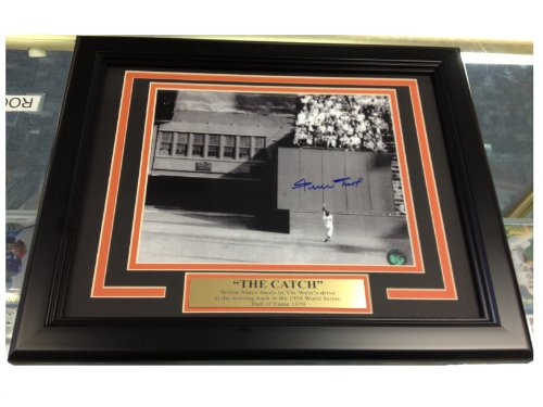WILLIE MAYS THE CATCH AUTOGRAPHED 8X10 PHOTO FRAMED SAY HEY HOLO 1954 GIANTS WORLD SERIES - Willie Mays Autographed Photo