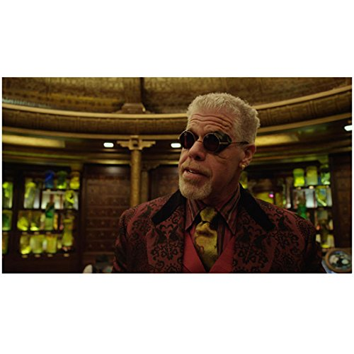 Pacific Rim (2013) 8x10 Photo Ron Perlman in Maroon Jacket & Gold Tie Dark Glasses Pose 2 kn ()
