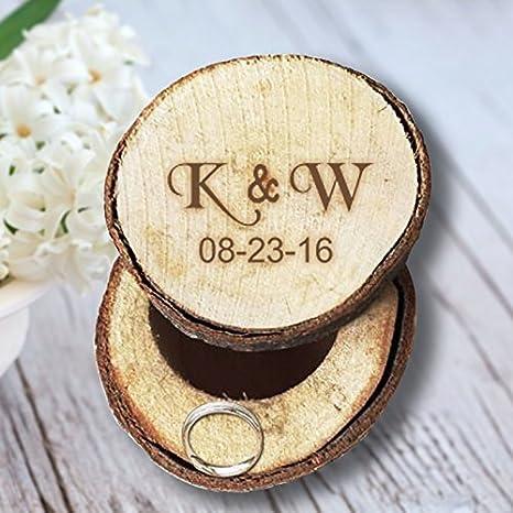 Personalizado Inicial Carta y fecha caja de anillos de boda rústico madera día de San Valentín aniversario regalos para ella/él: Amazon.es: Hogar