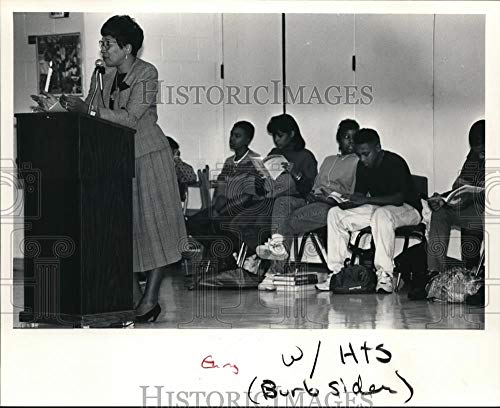 Vintage Photos 1991 Press Photo Dr. Patricia Ackerman Speaks to The Student About Many Academic (Dr Ackerman)