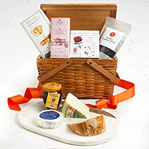 Martha Stewart Picnic Day Gift Basket – Hand Picked gourmet cheeses, crackers, fig spread, chocolate, caramels and Martha Stewart signature tea blend.