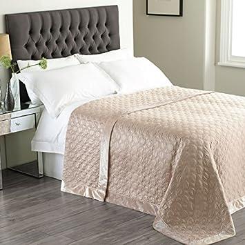 Comment faire un couvre lit en satin le matriel ncessaire - Comment faire un couvre lit matelasse ...