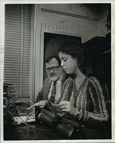Vintage Photos 1979 Press Photo Dr. Stephen C. Cowen, Tulane Professor & Senior Leslie Landry - 10 x 8 in. - Historic Images