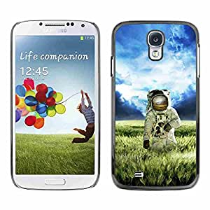Shell-Star ( Astronaut Cosmonaut In Fields Grass ) Snap On Hard Protective Case For Samsung Galaxy S4 IV (I9500 / I9505 / I9505G) / SGH-i337
