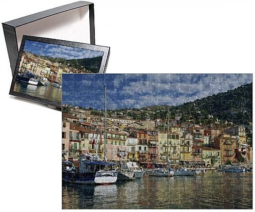 Photo Jigsaw Puzzle of Boats in the harbour and painted houses on the waterfront in the town of