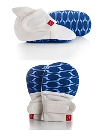Soft /& Adjustable Organic goumikids Newborn Baby Mittens Booties /& Sleeper Pajamas Bundle
