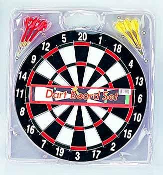Dartboard With 6 Darts