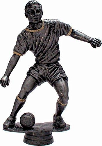Fußball-Pokal auf weißem Marmorsockel montiert mit Wunschgravur und 3 Fußball-Anstecknadeln. (34164)