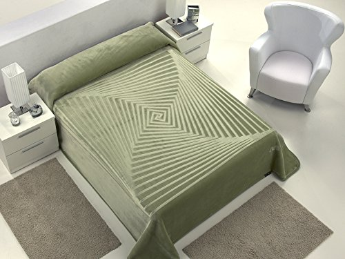 European - Made in Spain warm blanket Serena 220x240 Verde Color 1 PLY by MORA Blankets
