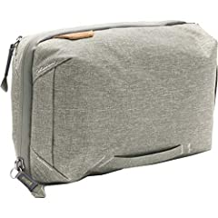 Peak Design Tech Pouch carries all of your EDC needs, cables chargers etc. Whether storing cables, everyday gear, or travel essentials, Tech Pouch offers unrivaled organization and ease of access. Origami-style pockets create enormous spatial...