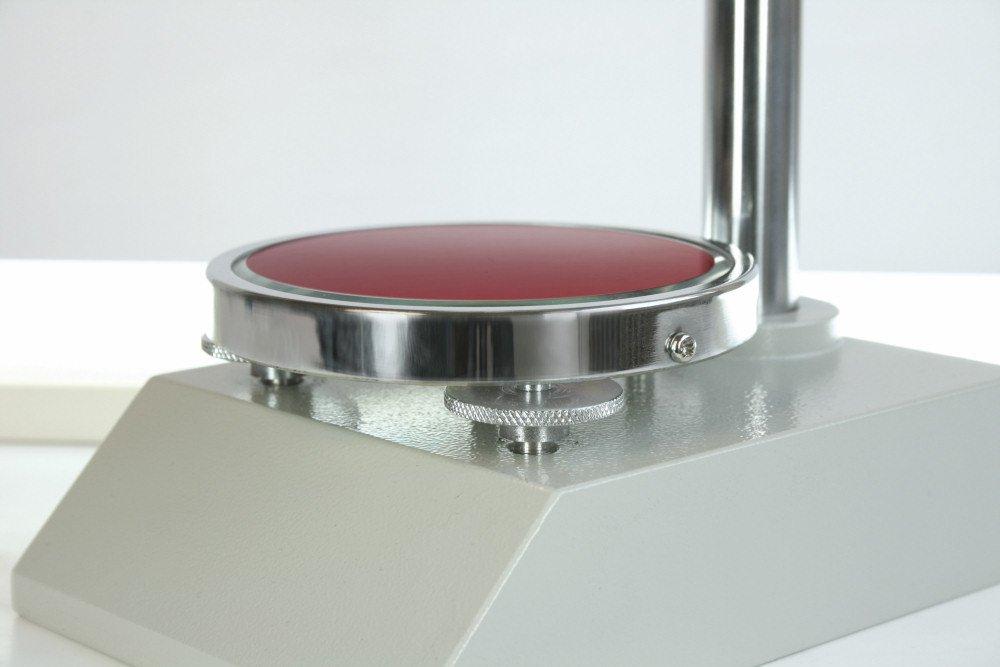 Banc dessai /à levier pour contr/ôles de duret/é reproductibles appropri/é pour durom/ètre HBA et HB0 Sauter TI-A0 avec plaque de base en verre