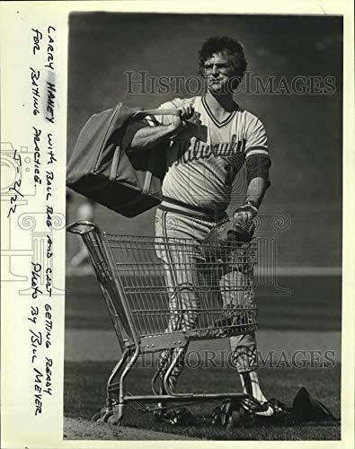 Vintage Photos 1982 Press Photo Brewer's Larry Haney preparing for Batting Practice.