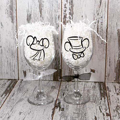 (Mickey And Minnie Bride and Groom Wine Glass wedding glasses, wedding gift, )