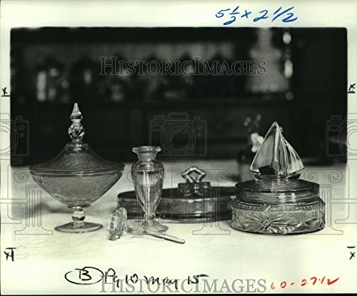 1977 Press Photo Depression Glass powder boxes and perfume bottle - noa89396 - 8.25 x 10 in. - Historic Images