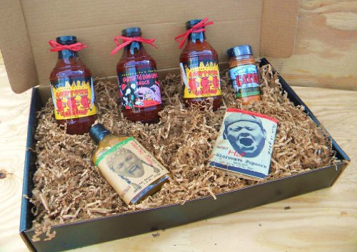 Oklahoma Joe's Kansas City Barbecue Sauce Deluxe Gourmet Box Set [Includes 3 Bottles of Sauces, KC Seasoning Rub, Honey Cayenne Hot Sauce, & Hot/Spicy Popcorn]