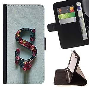 For HTC DESIRE 816 Case , Letra inicial Caligrafía Carta floral gris- la tarjeta de Crédito Slots PU Funda de cuero Monedero caso cubierta de piel
