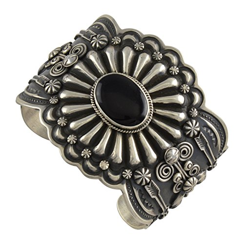 (Select Jewelry Displays Darrell Cadman Sterling Silver Onyx Stamped Repousse Arrows Cuff Navajo Bracelet)