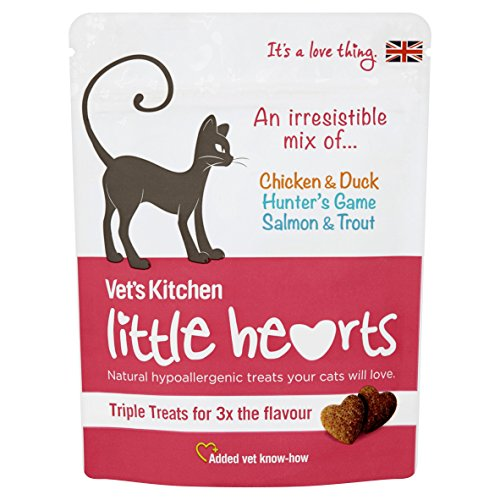 Vet's Kitchen – Cat Treats for Teeth, Skin and Digestion – Little Hearts Crunchy Mixed Bag – 8 x 60g