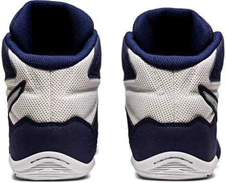 51QcB14EIWL. AC ASICS Men's Matflex 6 Wrestling Shoes    Built to provide you with confidence on the mat, the ASICS unisex MATFLEX 6 wrestling shoe is a must-have for wrestling professionals from all backgrounds. When you're striving to make it to the end of the match and hopefully walk away with the win, you'll need to know that your wrestling shoes will help you go the distance. The great news is that the MATFLEX 6 has been equipped with a California lasting for superior durability. The mesh insole also works to keep you comfortable as you push yourself (and your opponent). It allows fresh air to circulate and refresh the skin, keeping uncomfortable dampness at bay. Furthermore, a EVA sockliner ensconces the foot in unrivalled support, giving you that second wind that you need to gain the upper hand. Comfort, stability and durability. The ASICS unisex MATFLEX 6 wrestling shoe has it all.