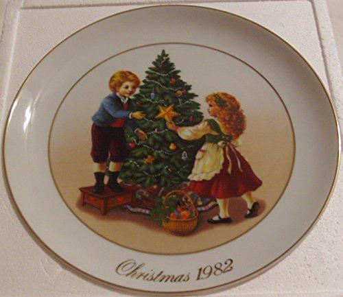 1982 Avon Christmas Plate:Keeping the Chrismas Tradition: ()