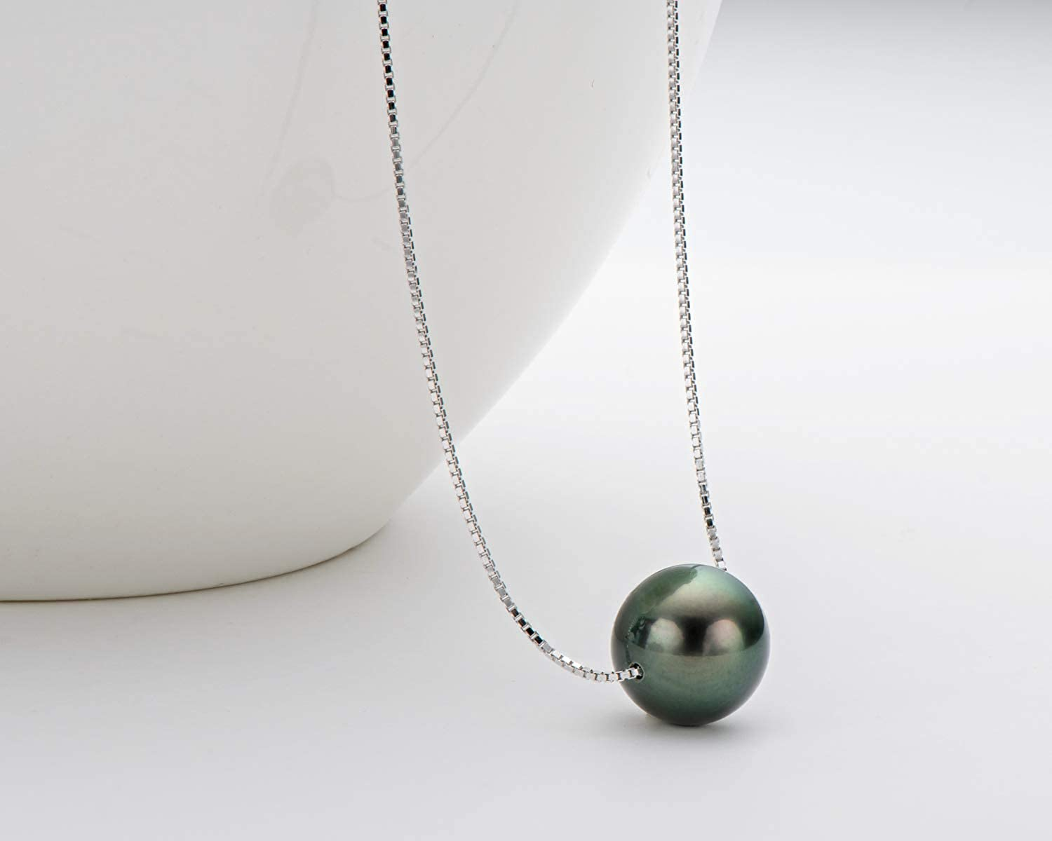 Natural Tahitian saltwater black pearl necklace Beachy floating sparkly seashell delicate pendant Choker Unisex b8842 Gift for women men him