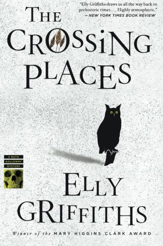 The Crossing Places (Ruth Galloway Mysteries)