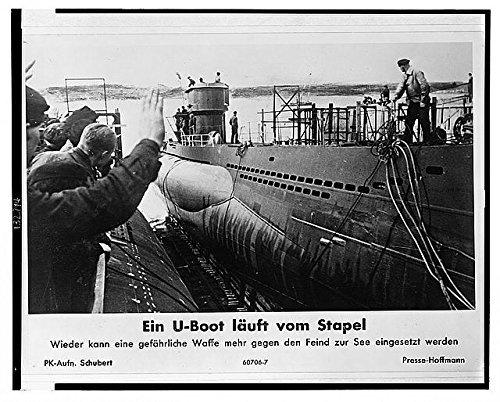Photo: Ein U-Boot läuft vom Stapel, submarine being launched, c1943, World War II, WWII . Size: - Boots.vom