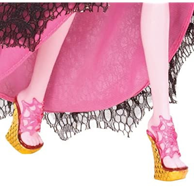 Monster High 13 Wishes Haunt the Casbah Draculaura Doll: Toys & Games