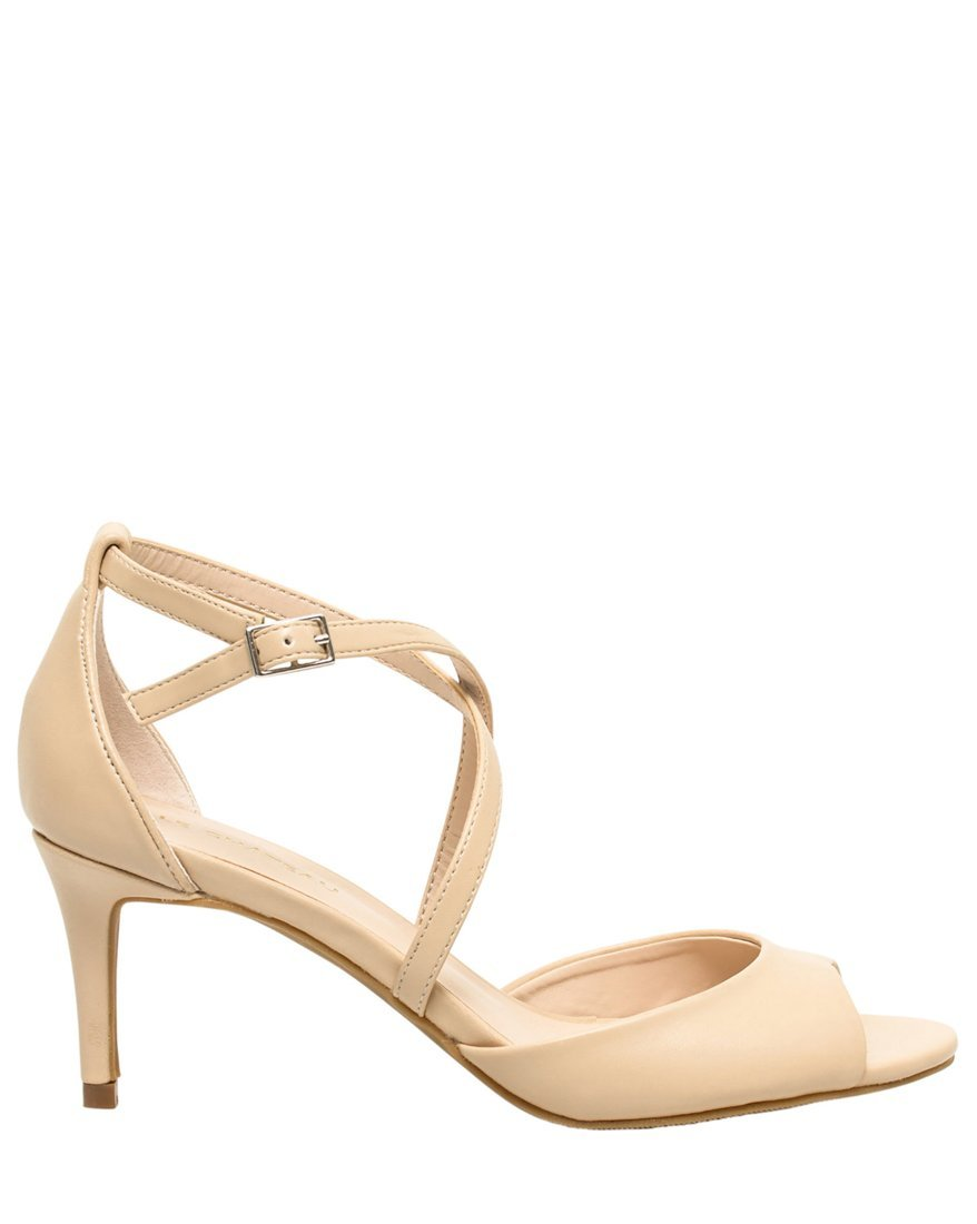 LE CHÂTEAU Women's Leather-Like Strappy Sandal,6,Nude