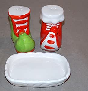 NEW CERAMIC CHRISTMAS ELF BOOTS SALT & PEPPER SHAKERS SHAKER WITH HOLDER TRAY