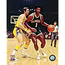 "Oscar Robertson Milwaukee Bucks NBA Action Photo (Size: 8"" x 10"")"