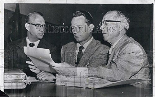 1955 Leader-writers Photo Jess Barker and attorneys at his divorce hearing