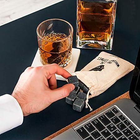 Juego de Piedras de Whiskey con Caja de Madera. 12 pzas de Piedras de Whiskey, Pinzas para Hielo, Portavaso y Bolsa en una Caja de Madera Especial. Gran idea para beber sin dilución.
