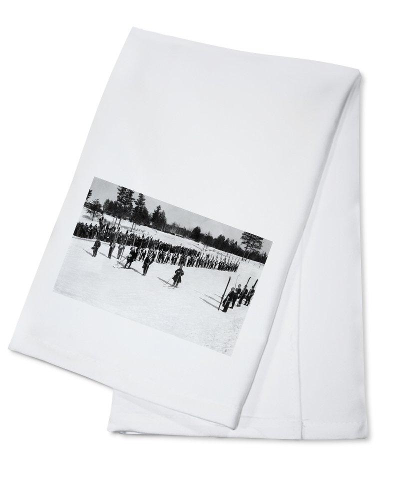 Land o' Lakes, Wisconsin - Skiers on Parade near King's Gateway Hotel (100% Cotton Kitchen Towel)
