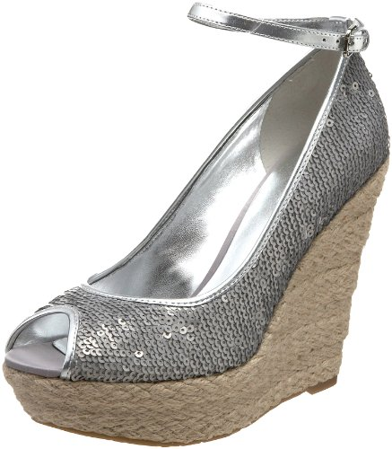 GUESS Women's Idabel, Silver, 8.5 M US (Leather Guess Patent Sandals)
