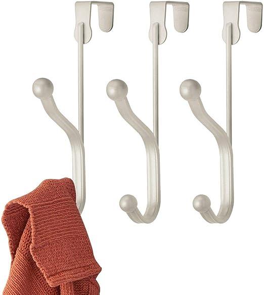 Chaquetas y Albornoces Colgadores de Ropa de Metal con 5 Ganchos Dobles mDesign Juego de 2 percheros de Puerta para organizar armarios Blanco Pasillo o ba/ño Percheros para Puerta para Abrigos