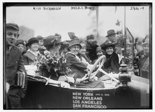 (HistoricalFindings Photo: Miss Richardson,Mrs. A.S. Burke,automobile,crowd of spectators,two women)