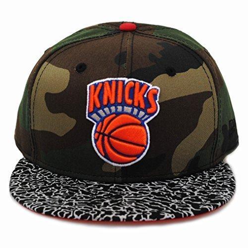 7ee8eaf0b94 New Era 59fifty New York Knicks Camo Hook Green Black Flat Peak Fitted Hat  Cap  Amazon.co.uk  Clothing